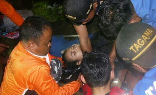 Bertengkar dengan Pacar, Gadis Cantik Berambut Panjang Nekat Terjun ke Sungai Ciliwung, Begini Jadinya