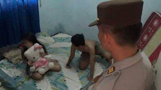 Tidur dengan Pelakor, Suami Digerebek Istri dan Polisi, Selimut dan Handuk Juga Disita