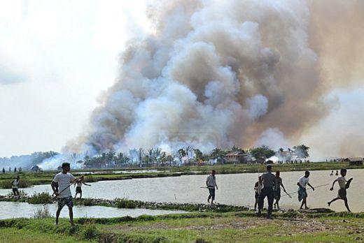 Biadab..! Wanita Serta Anak-anak Rohingya Dikurung dan Dibakar Hidup-hidup