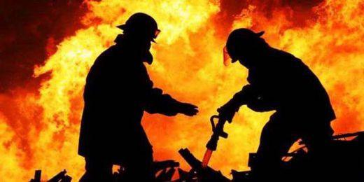 Dituding Punya Ilmu Hitam, Rumah 2 Warga Ini Dibakar Massa