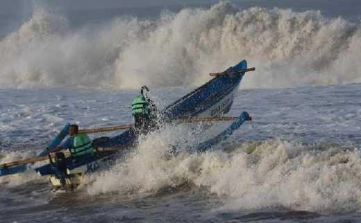 Waspada, BMKG Imbau Warga Antisipasi Gelombang Tinggi di Laut Jawa Mencapai 4 Meter Hingga Rabu Mendatang