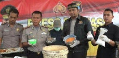 Hati-hati Makan Kerupuk, Pengusaha di Kediri Ditangkap Polisi Karena Ketahuan Campur Obat Berbahaya