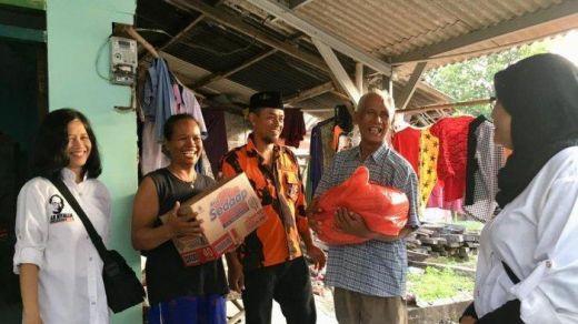 Jelang Idul Fitri, La Nyalla Academia dan PP Jatim Bagikan Paket Sembako ke Warga Miskin di Surabaya