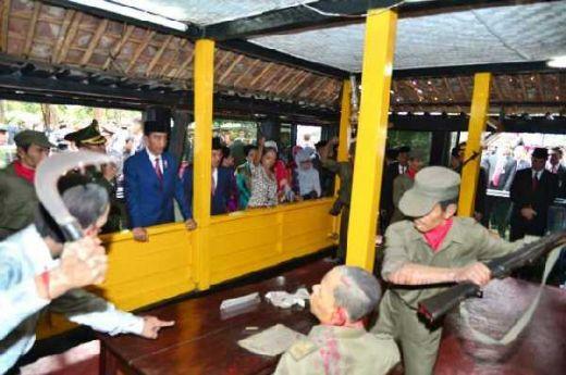 Kunjugi Lubang Buaya: Jokowi Ingatkan Jangan Sampai Sejarah Kekejaman PKI Terulang