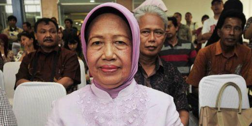 Difitnah Terlibat, Ibunda Jokowi: Suami Saya Putra Seorang Kepala Desa