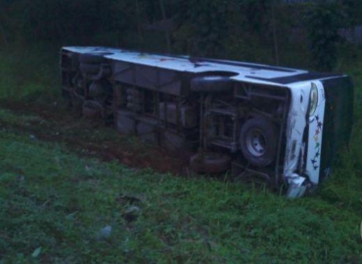 Bus PT Epson Terguling di Cikampek,9 Karyawan Luka-luka