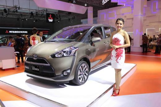 Toyota Sienta Hadir di Indonesia Fashion Week 2017