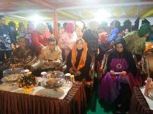 Tiba Dilokasi Sulawesi Parepare Islamic Fashion Week Isteri Gubernur Sulsel Disambut Tari Paddupa