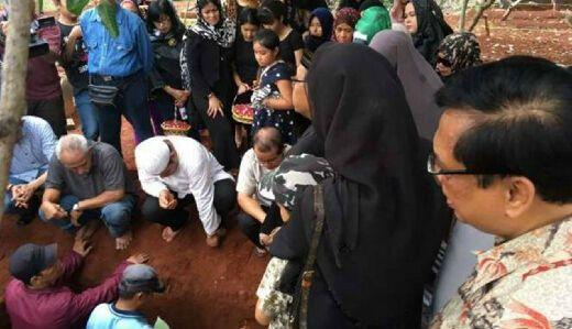 Sempat Digelar Malam Kebaktian, Jenazah Yana Zein Akhirnya Dimakamkan Secara Islam, Dishalatkan di 2 Masjid