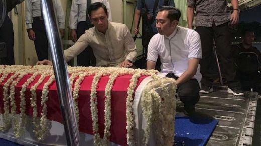 Tiba di Rumah Duka, Pelayat Alm Ani Yudhoyono Banjiri Cikeas