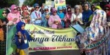 Sambut Tahun Baru Islam, Ibu Jokowi dan Hijabers Bagi-bagi Hijab