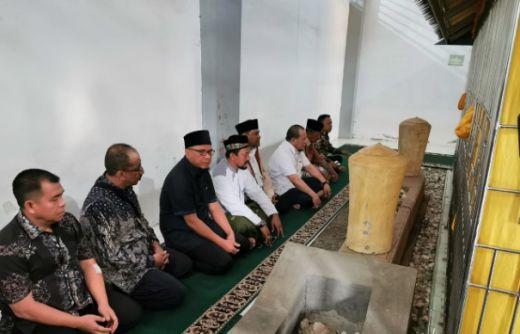 Hari ke-2 di Aceh, LaNyalla Ziarah ke Makam Ulama Syiah Kuala