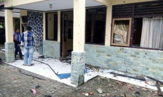 Polisi Hamburkan Nasi Bekal Nelayan Melaut di Dapur, Ribuan Warga Marah dan Rusak Mapolsek Cisolok