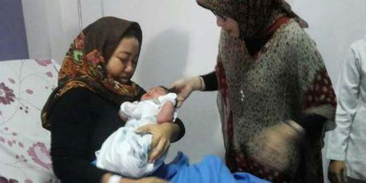 Dokter dan Perawat Kaget... Bayi Ini Lahir dengan Berat 5,1 Kilogram