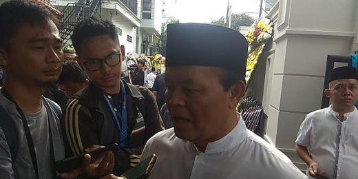 Hidayat Nur Wahid Pimpin Doa Pelepasan Jenazah Gus Sholah ke Jombang