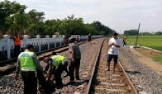Tertabrak Kereta Api dan Terseret 25 Meter, Korban Tewas Seketika