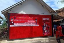 Rieke Diah Pitaloka Resmikan Bedah Rumah Nenek Nemah