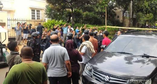Polisi Kepung Rumah di Pondok Indah, Perampok Bersenjata Sandera Pasutri dan Dua Anak