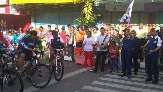 Tabea... Kecerian Peserta Sepeda Nusantara Disiram Matahari Ufuk Timur