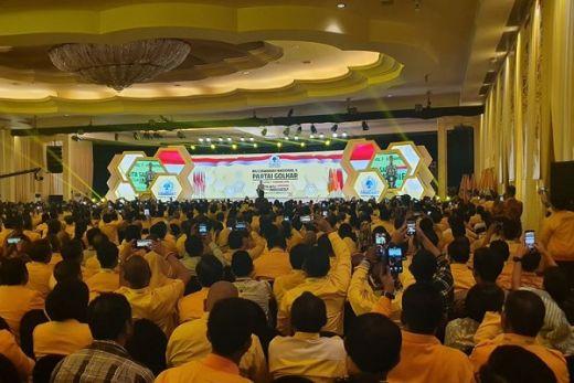 Jokowi Ajak Peserta Munas Golkar Tepuk Tangan untuk Bamsoet