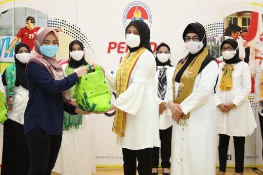DWP Kemenpora Salurkan 287 Paket Sembako
