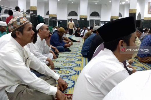 Diwarnai Hujan Lebat, Malam Idul Fitri di Pekanbaru Tanpa Takbir Keliling