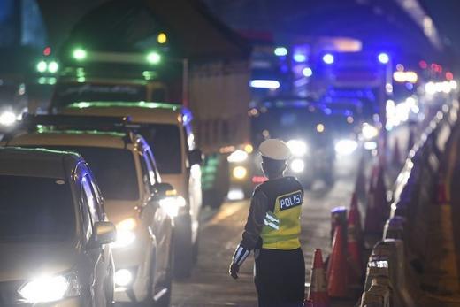 PSBB Transisi, Kendaraan Pribadi Boleh Angkut Penumpang Penuh asal Satu Keluarga