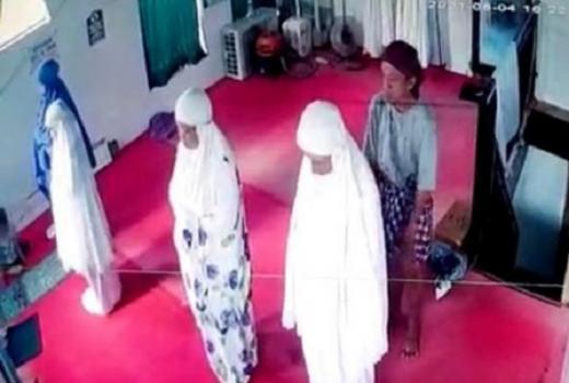 Viral! Wanita Dilecehkan Saat Salat, Pelaku Angkat Sarung Lalu Gesek-gesek