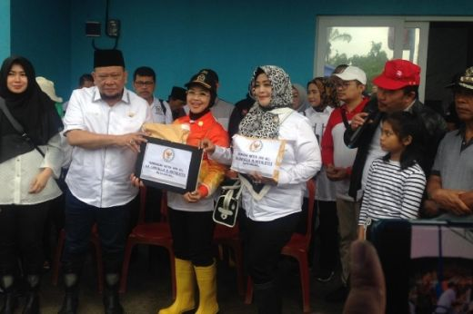 Ketua DPD Rogoh Kocek Sendiri untuk Warga dan Karyawan DPD Korban Banjir