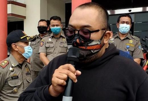 Pria yang Membodohkan Pengunjung Mal Bermasker Kini Jadi Duta Prokes