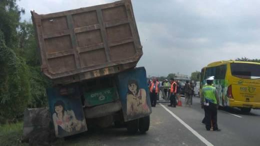 Meski Tiang yang Tutup Tol Sudah Digeser, Kemacetan Masih Terjadi di Tol Lintas  Jakarta-Tangerang