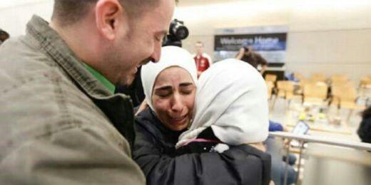 Larangan Trump Ditangguhkan Hakim James Robart, Tangis Haru Imigran Muslim Pecah di Bandara John F Kennedy