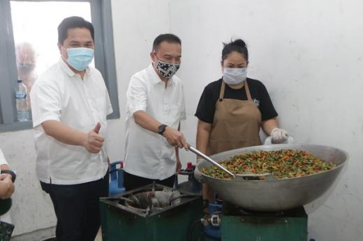 Pastikan Pasokan Makanan, Sufmi Dasco Kunjungi Posko Masak Covid-19
