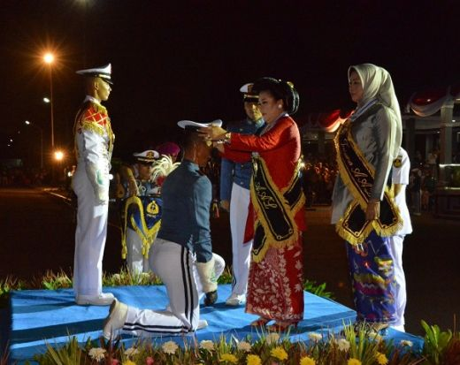 Gubernur AAL Pimpin Parade Surya Senja