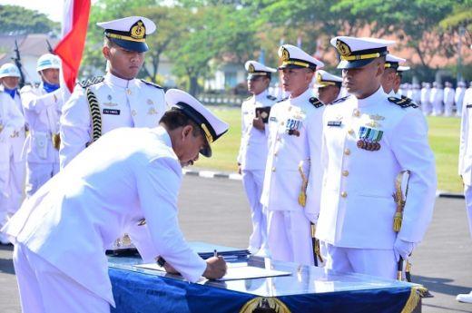 Wakasal Lantik 348 Perwira TNI AL Lulusan Diktukpa