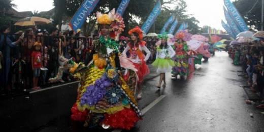Meski Hujan, Malang Flower Carnival 2016 Tetap Heboh
