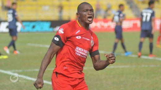 Semen Padang FC Pertahankan Karl Max