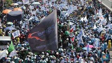 Omnibus Law Disahkan, Jutaan Buruh Mogok Total Hari Ini!