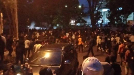 Demo Tolak UU Cipta Kerja Chaos, Polisi Tangkap 11 Demonstran di Bandung