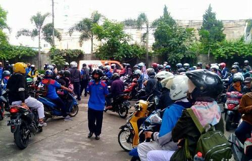 Tolak Omnibus Law, Buruh Cimahi Gedor Pabrik dan Turun ke Jalan
