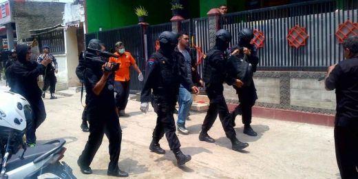 Densus 88 Amankan Terduga Teroris di Papua