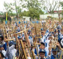 Luar Biasa, Ribuan Angklung Bergetar di Lapangan Sumatera 40 Bandung
