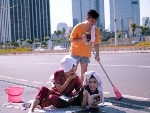 #JakartaSepi, Netizen Pamer Foto: Dari Nyuci Hingga Tidur di Jalanan