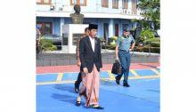Ditanya Merek Sarungnya, Jokowi: Masak Saya Harus Copot?