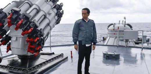 Datang ke Natuna Jokowi Tenangkan Nelayan