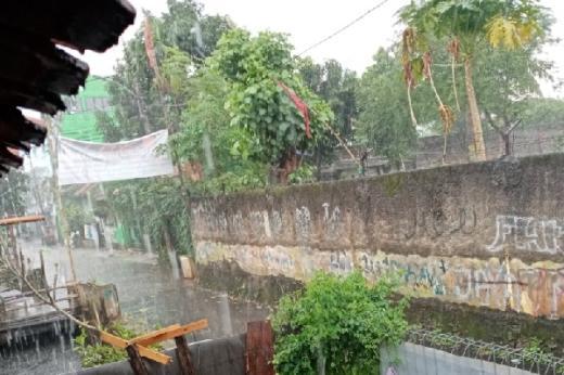Hujan Bau Minyak Tanah, Warga Kira Obat Corona