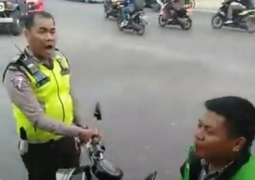 Viral di Medsos, Driver Ojol Ngamuk, Diduga Dipukul Polisi di Pekanbaru