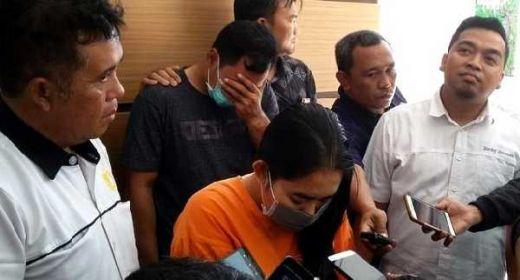 Bejatnya Bu Guru di Bali, Rayu Siswi Threesome Demi Birahi Kekasih Hati