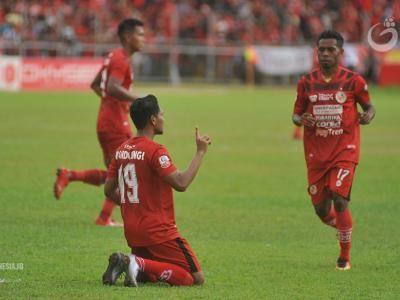 Syafrianto Rusli Tetap Tangani Semen Padang FC