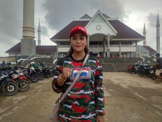 Maria Eva Kerja Bareng Laskar Merah Putih Baksos Banjir Bandang Cengkareng